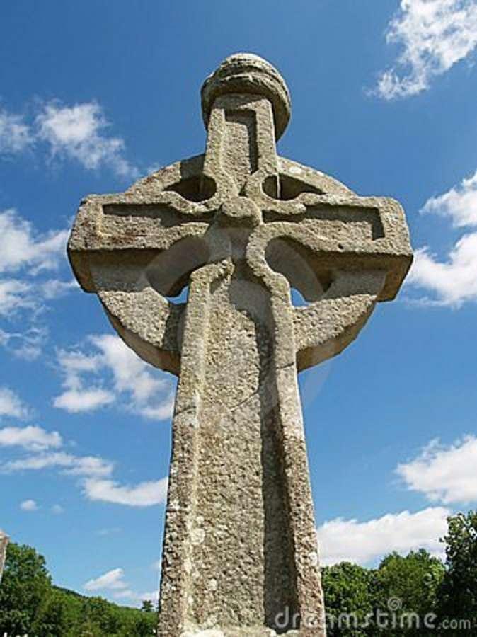 irish-high-cross-10732987